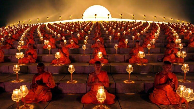 lights_lanterns_buddhism_sitting_symmetry_monks_buddhist_1366x768_21202